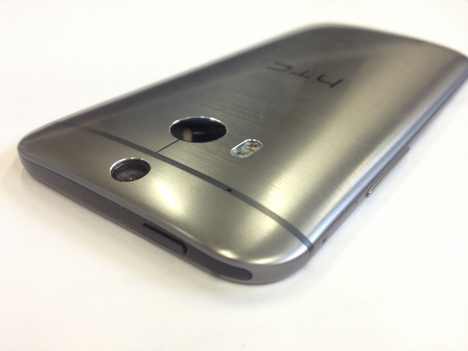 Htc One M8 Design | Htc One M8 Review