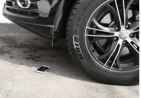 Samsung Galaxy S5 survives being run-over by SUV
