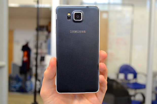 Samsung Galaxy Alpha Review - Back Cover